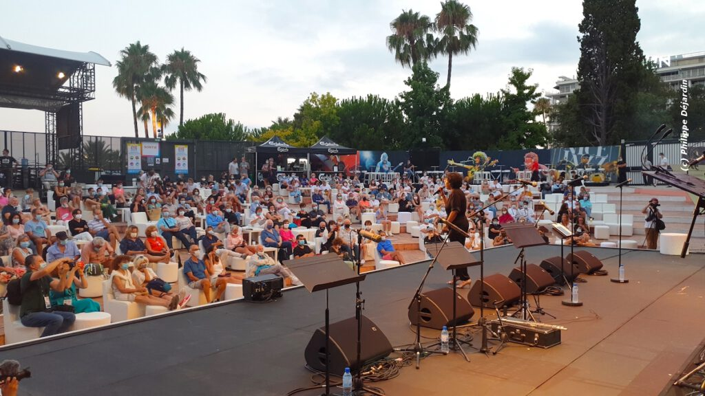 Festival de jazz comme dans un salon theatre de verdure Nice Jazz Summer Sessions