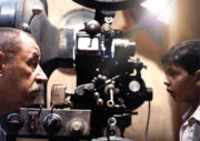 projection-sur-grand-ecran-cinema-paradiso-film-giuseppe-tornatore
